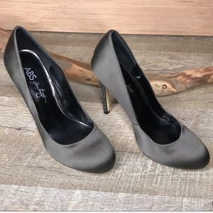 ABS Allen Schwartz charcoal satin heels
